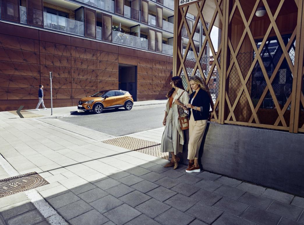 RENAULT / PHOTOGRAPHERS MARTIN WICKENHAUSER & BENJAMIN MARTE